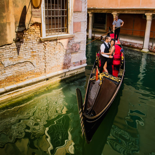 Pre-wedding shoot in Venice, Italy by Obsqura Photography
